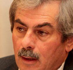 Θ. Πετράκος - Ο κ. Αποστολου εξυπηρετει τις πολυεθνικες και οχι τους παραγωγους.